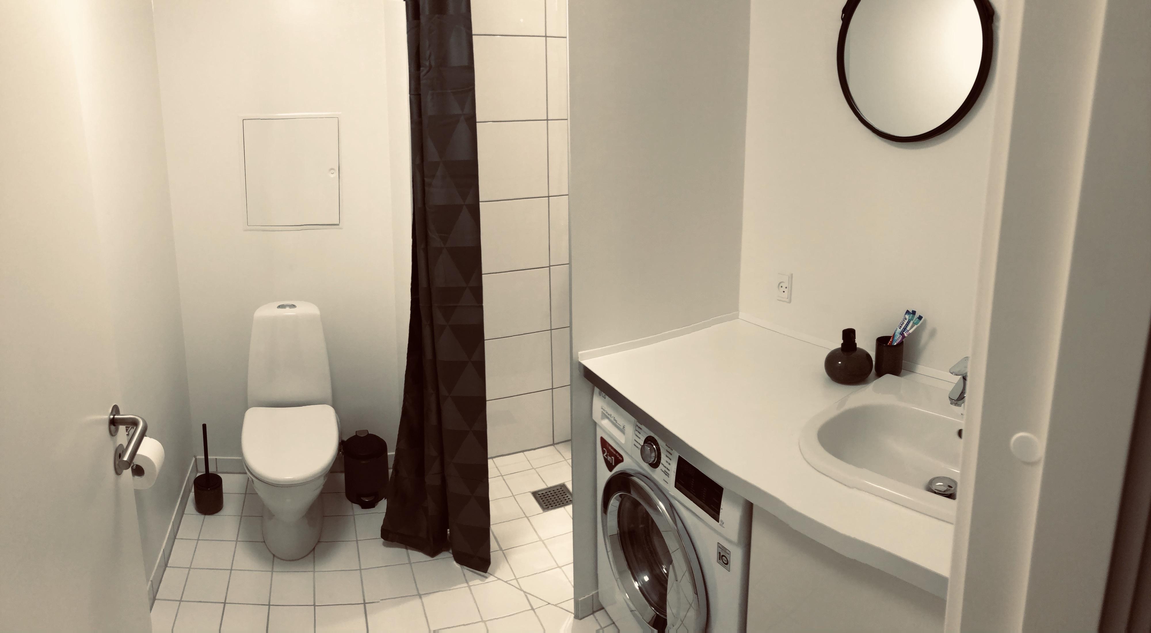 Rummeligt badeværelse